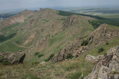 Muntii Macin: Culmea Pricopanu de la sud la nord
