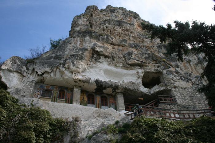 Bulgaria: cetăţi, peşteri şi canarale în canionul Rusenski Lom