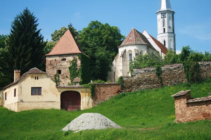 Ţara de dincolo de munte(5): biserici fortificate pe Valea Hârtibaciului